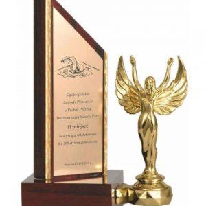 Drevená trofej s figúrkou, 23cm